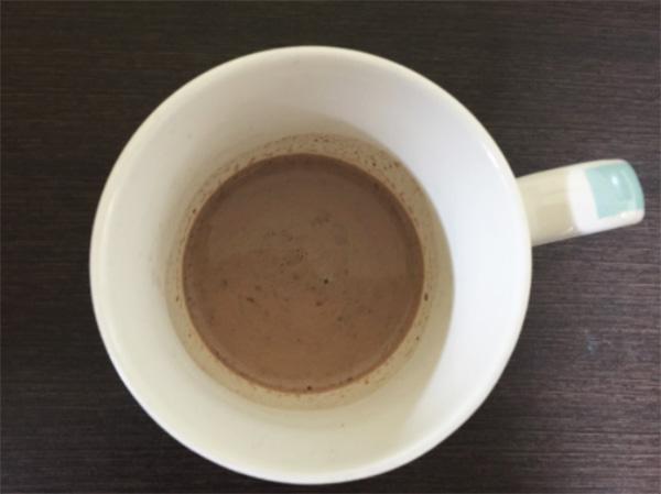 温かい牛乳にしっかり溶かす