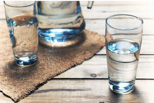 噛まずに水で飲み込んだほうが無難